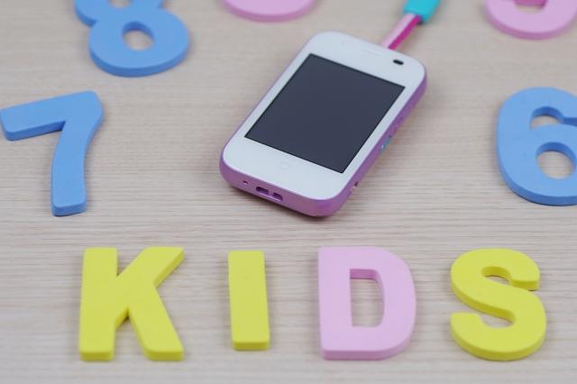 【2021年最新版】小学生におすすめの子ども用GPS・スマホ10選!小学校のルールや料金などこだわり別に紹介